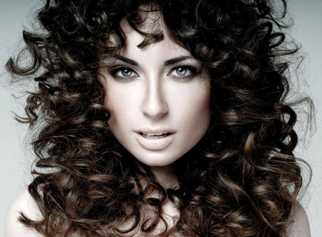 Восстановление и уход за кудрявыми волосами