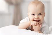 Почему лысеет лоб у новорожденного